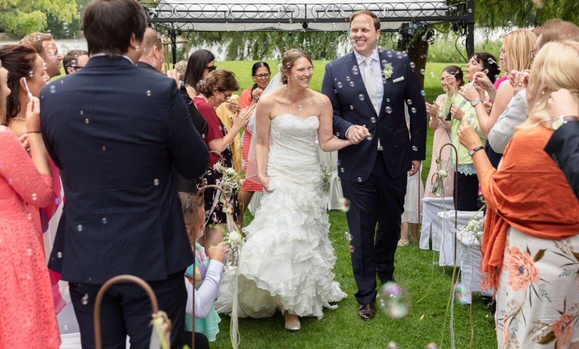 Landhaus am See Hochzeit fotografiert von Hochzeitsfotograf Marc Rodenberg